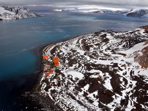 Estação Comandante Ferraz na Antártica - créditos: Proantar/Marinha. Fonte: http://fotospublicas.com/nova-base-brasileira-na-antartica-tem-inauguracao-adiada-para-2014/